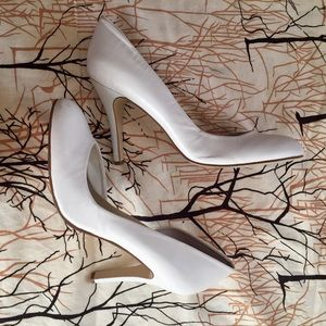Nine West Size 9 Leather Round Toe White Pumps